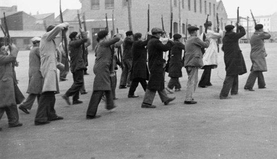 Captura del instante en el que instruían a brigadistas en Albacete