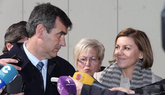 María Dolores de Cospedal junto a Antonio Román, alcalde de Guadalajara