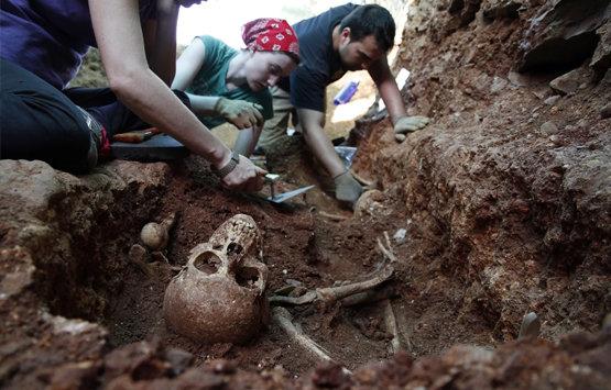 Exhumación en el Cementerio Municipal de Abenójar (Ciudad Real) | ARMH