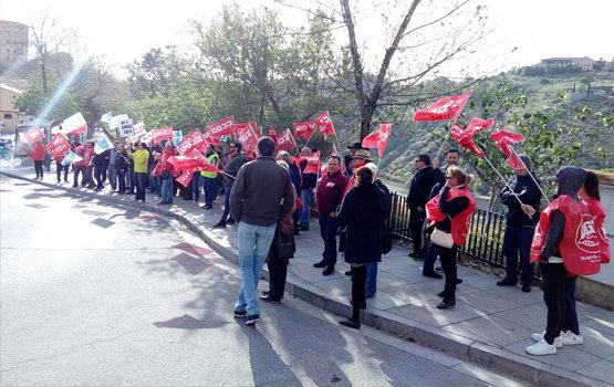 Concentración de los vigilantes de la JCCM ante el Palacio de Fuensalida | Foto Archivo