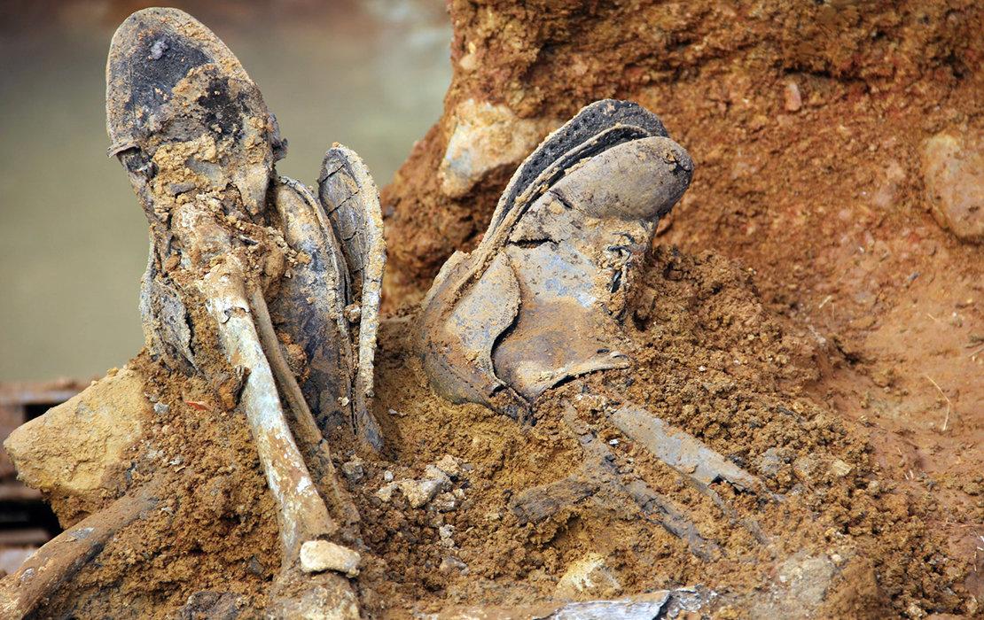 Restos de cuerpos exhumados en la fosa común de Chillón (Ciudad Real) | ARMH