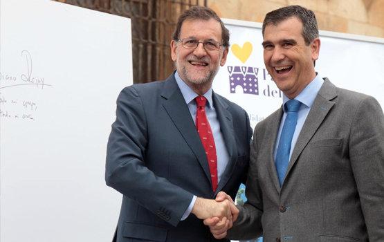 Mariano Rajoy y Antonio Román frente al Palacio del Infantado en una foto de archivo